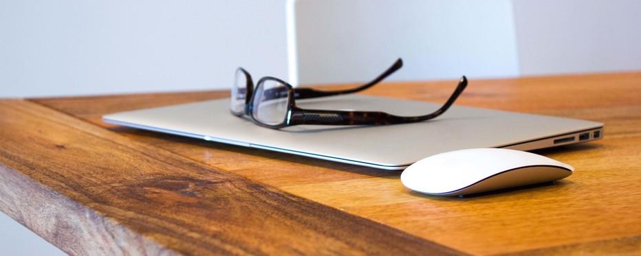 Bærbar PC og briller