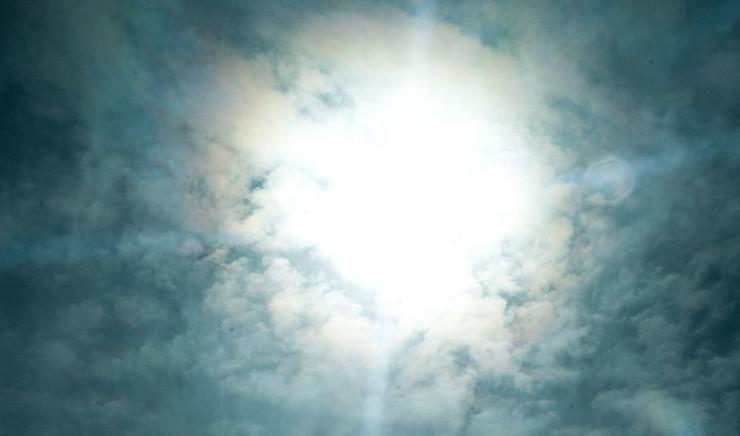 Sol gennem skyer