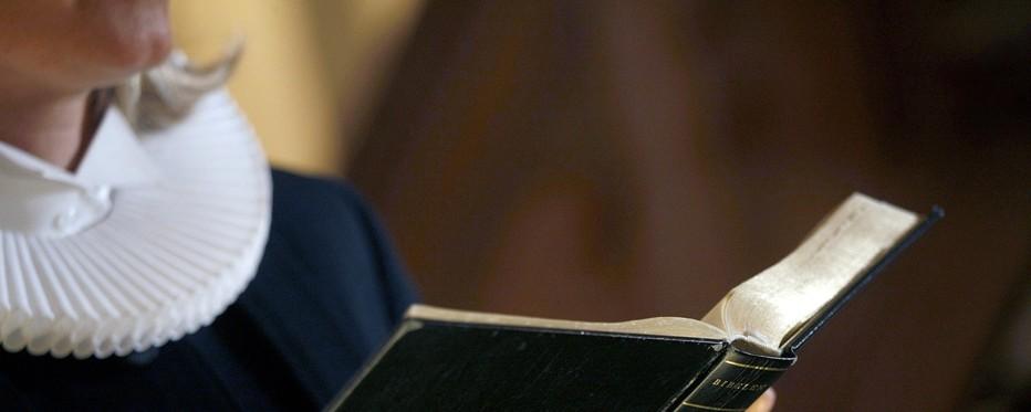 Præst og bibel
